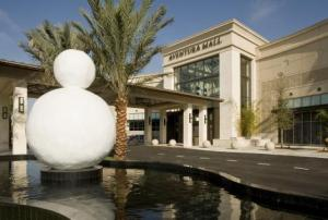 Is that a snowman we see outside of Aventura Mall in Miami, Florida?